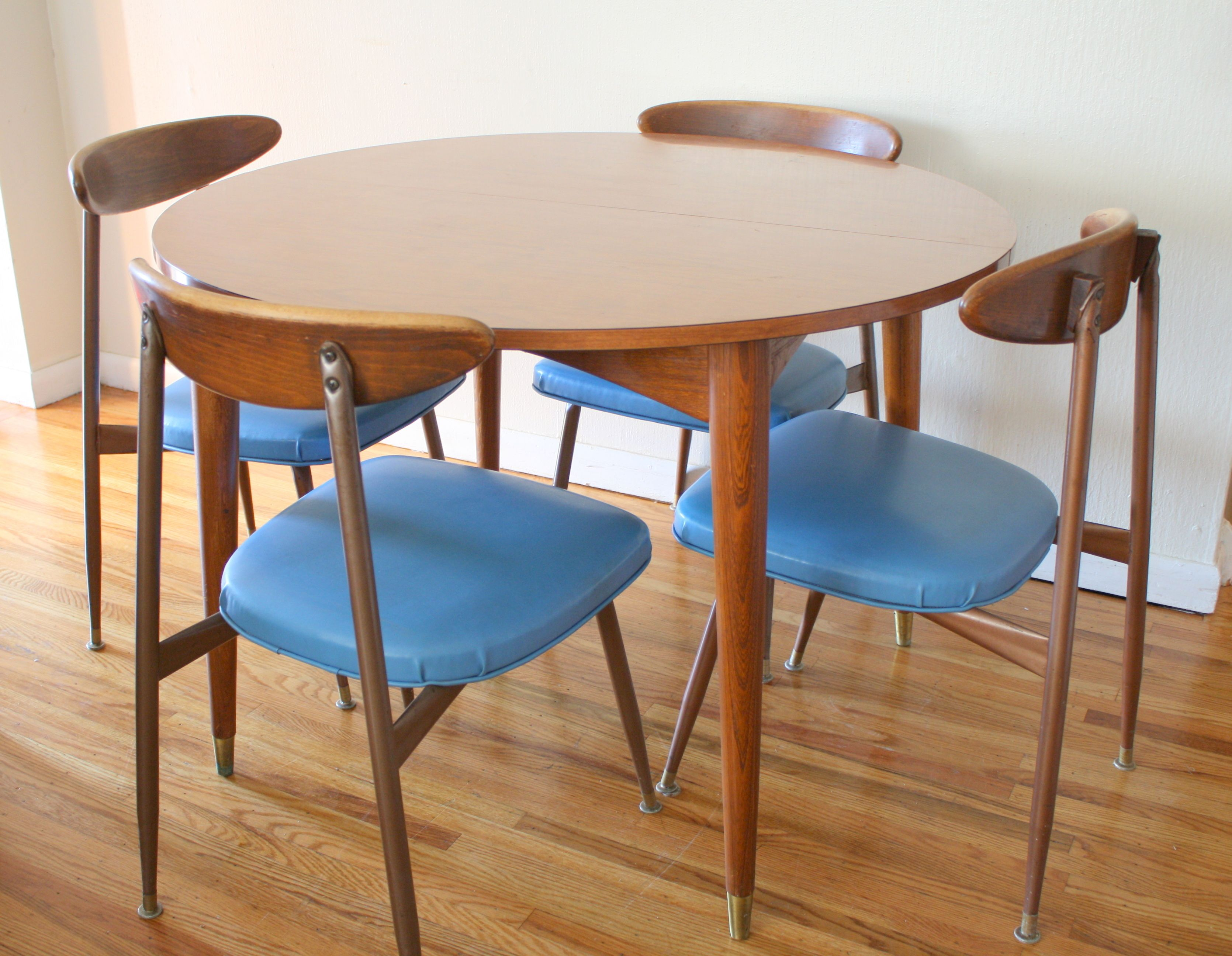 Pin By Jerome Humbert On For The Home Modern Kitchen Tables Mid Century Round Dining Table Modern Kitchen Chair