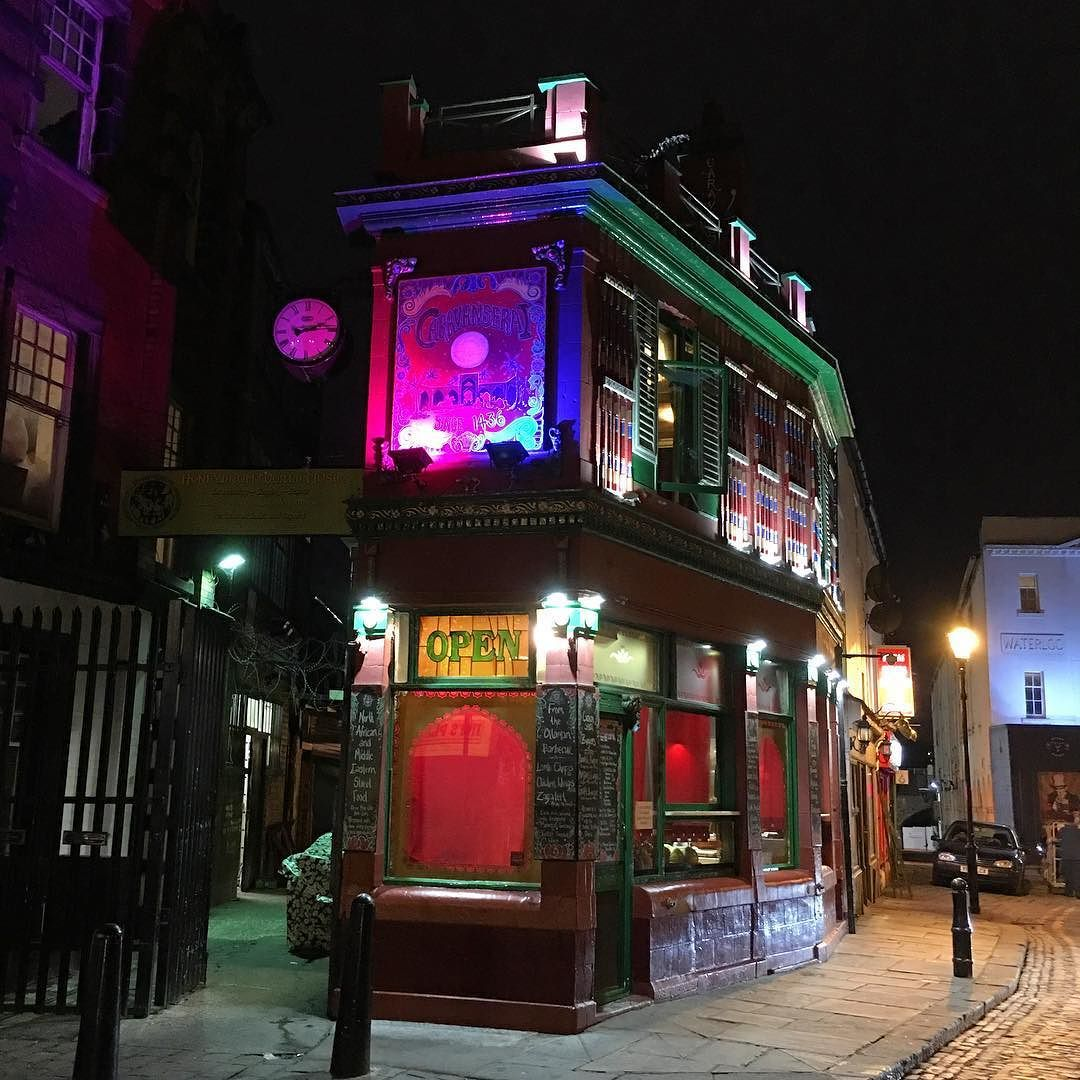 A beautifully illuminated @caravanseraileeds #restaurant next to the Corn Exchange in #Leeds. This is how to light up a #building and create interest in it! #night #lights #Yorkshire #architecture #leisure #theming #decor #travel #tourism #tourist #Yorkshire
