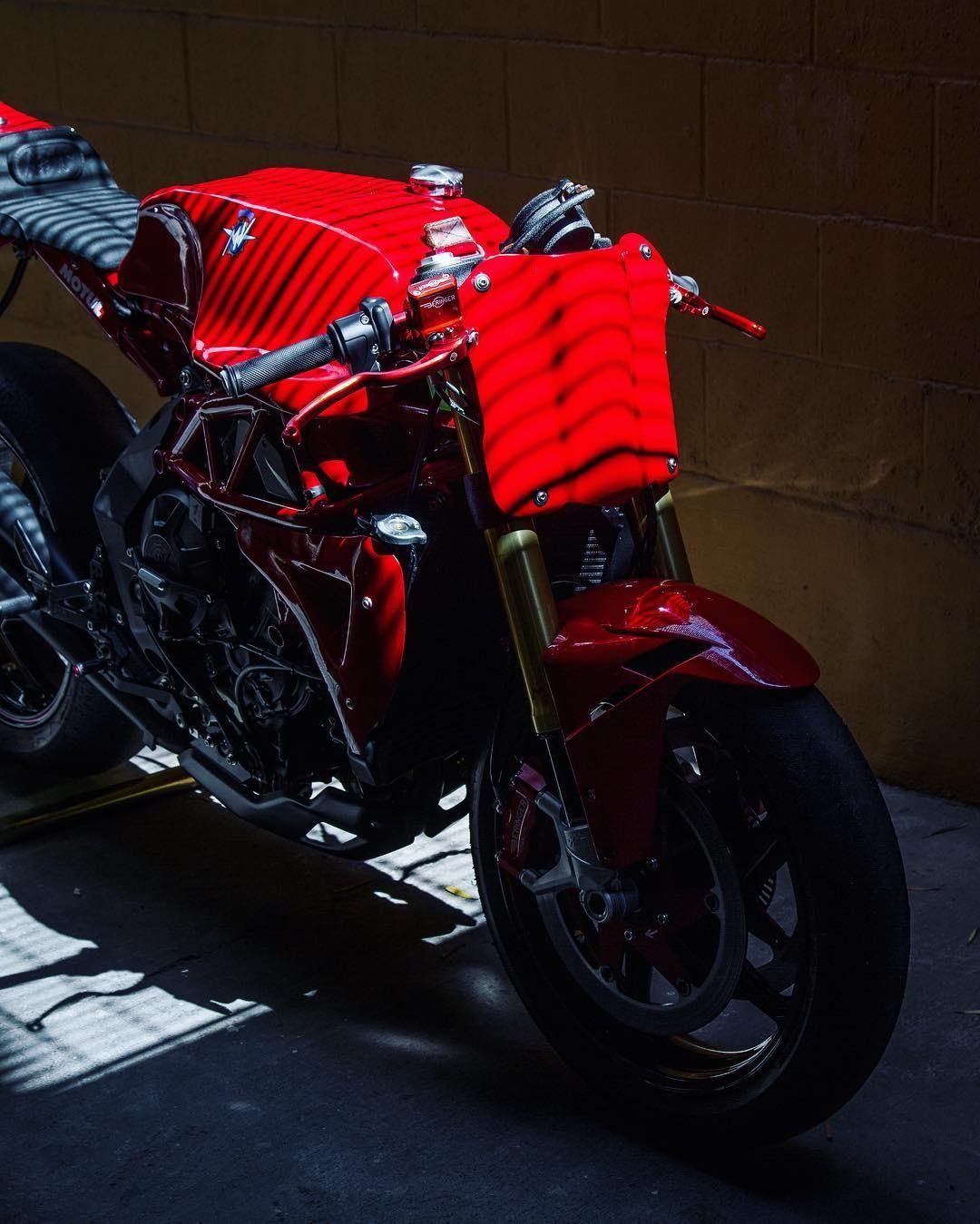 Ago TT, la MV Brutale 800 RR di Deus - News - Moto.it