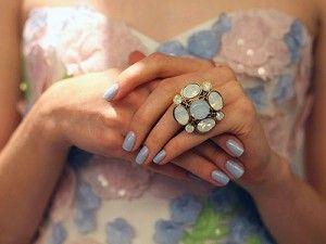 Una novia fashion, podrá optar por llevar el manicure distinto y las uñas en color están también en boga para cualquier ocasión.