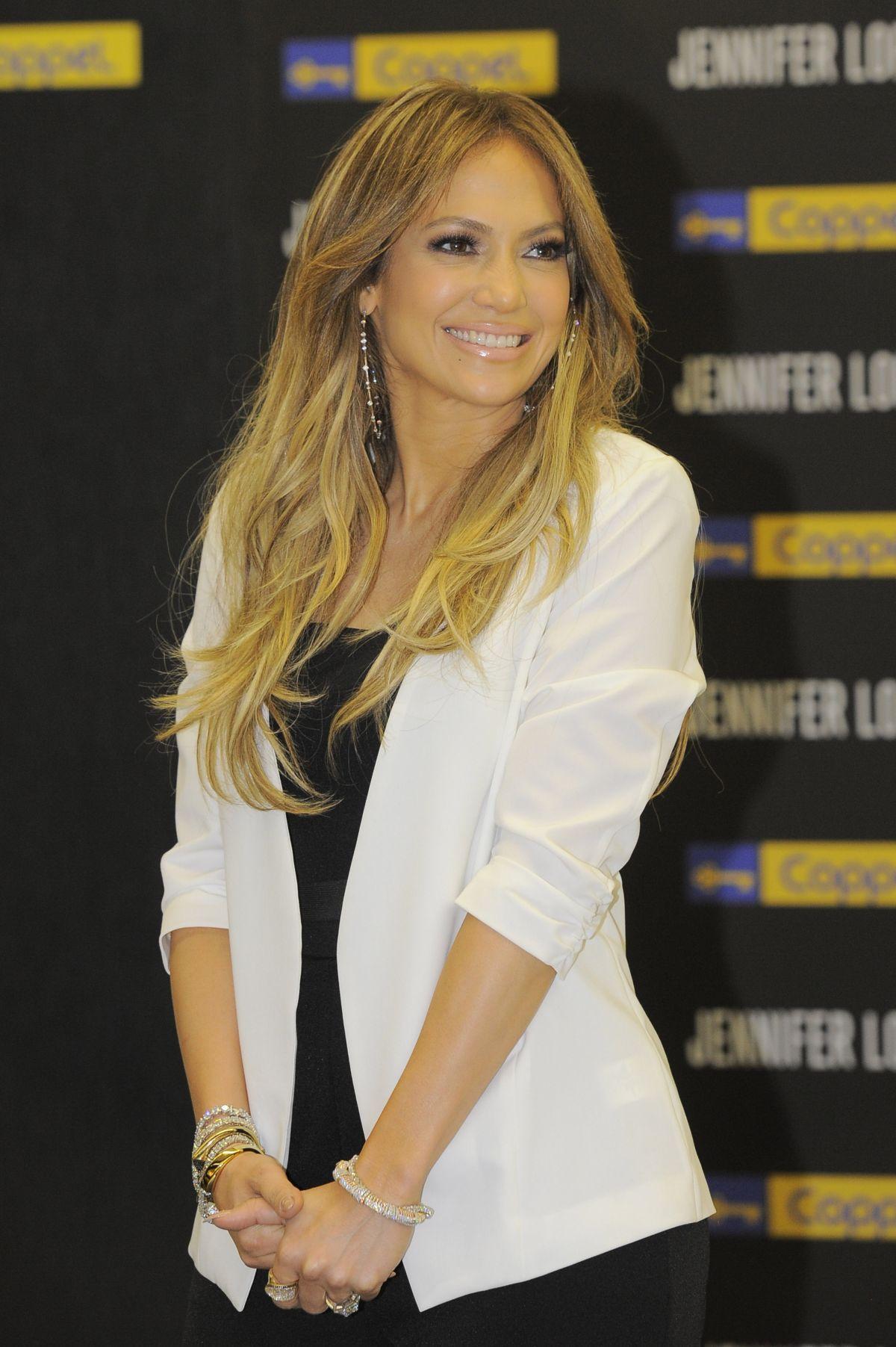Jennifer Lopez At Coppel Store In Mexico City En 2019