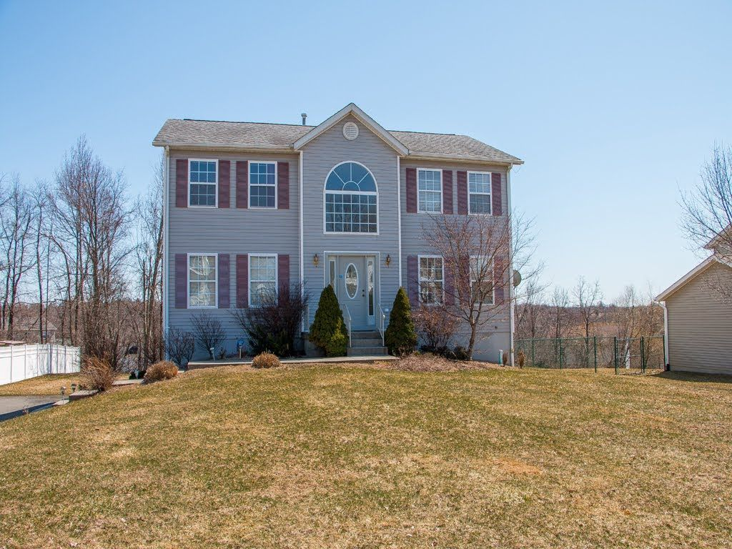 Rent  for $2400 mo  Avalable NOW    Real Estate Video Tour   7 Silo Farm Pl, Middletown, NY 10941   Orange C...
