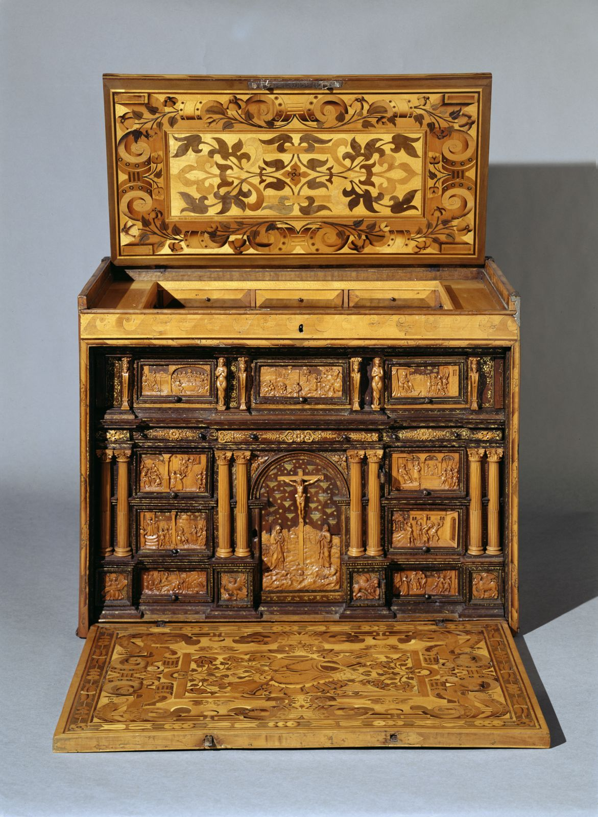 Möbel Augsburg Writing Cabinet, C. 1560. Augsburg. 51 X 64 X 34,5 Cm. Spruce, Boxwood, Carved, Marquetry In V… | Renaissance Furniture, Baroque Furniture, Wall Clock Vintage Style