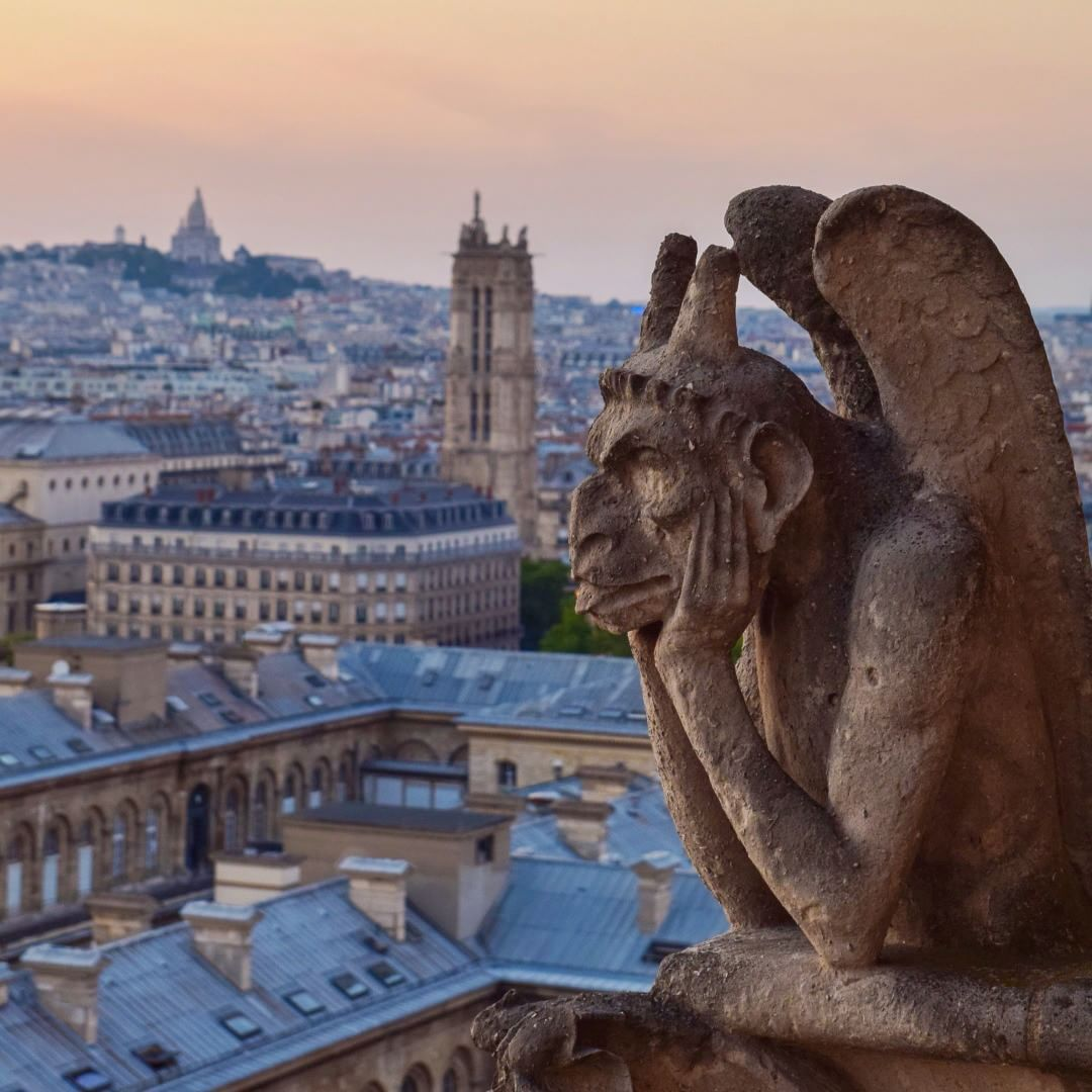 «Troisième image de notre ambassadeur @lemecquiclique qui partage ses photos de #Paris sur notre compte cette semaine. Third post from our ambassador…»