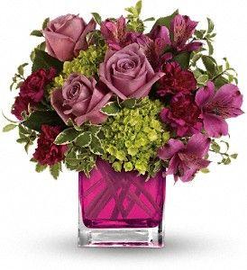 Inspiration For A Silk Flower Arrangement For The Dresser Arreglo Floral Rosas Arreglos Florales Diseno Floral