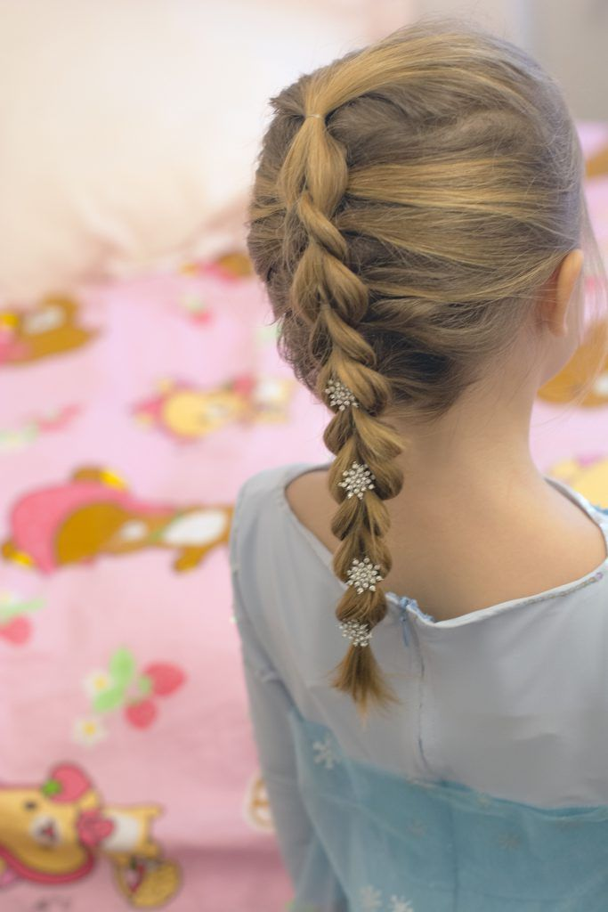 Nice Elsa S Braid Elsa Costume For Girls Tutorial Elsa Hair Frozen Hair Elsa Braid