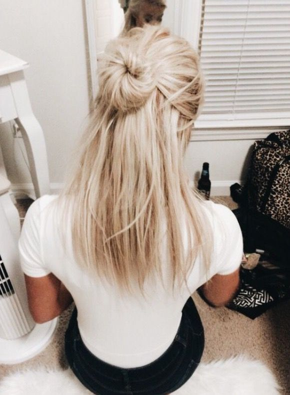 Casual Cute Half Up Half Down Hairstyle With A Messy Bun Hair Styles Cool Blonde Hair Medium Hair Styles