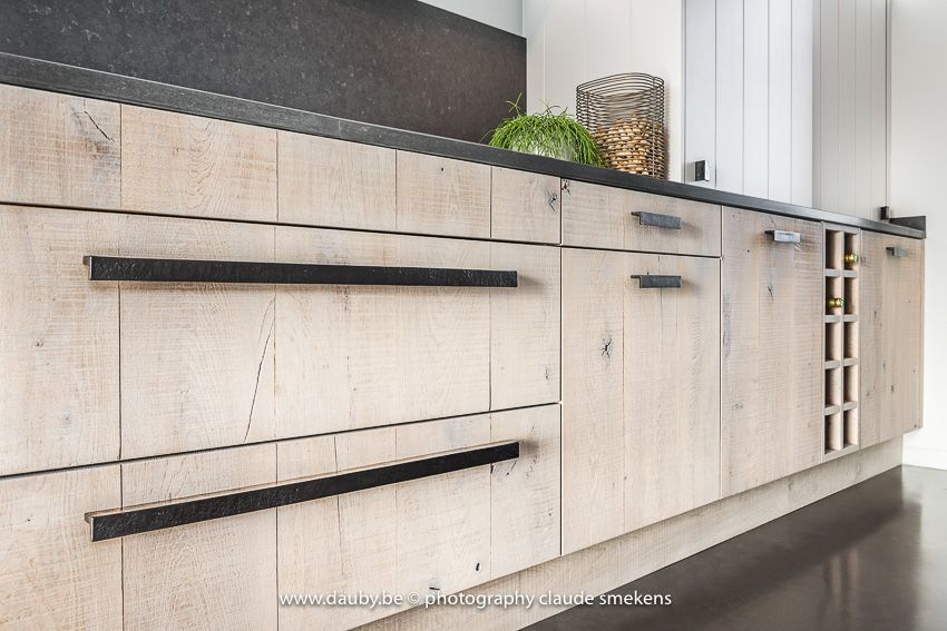 A stunning kitchen with the new pure pml furniture pull for