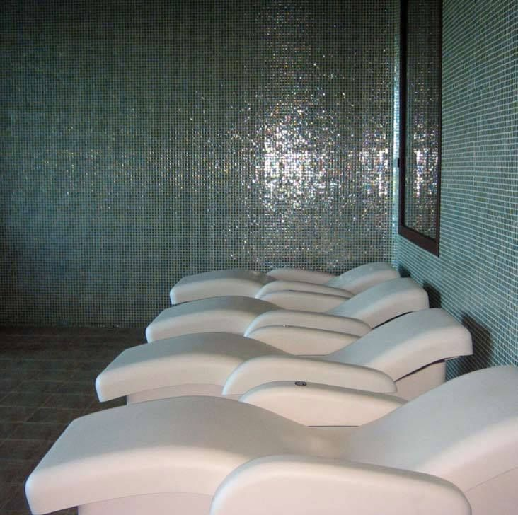 Our #glassmosaics take part of the amazing spa... We wish to be there right now! #GuitartHotels