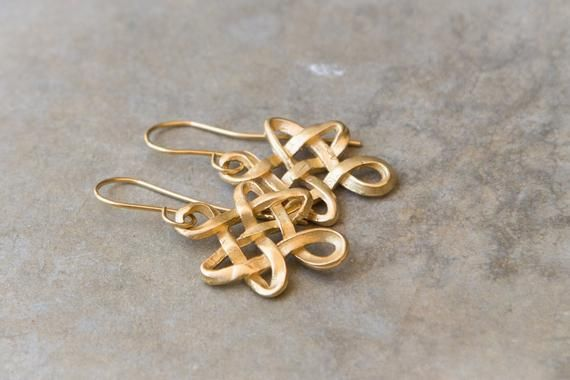 Eternity knot gold earrings. Sign of endless love earrings. Gold drop earrings. Gold endless friendship signal earrings. Valentine gift