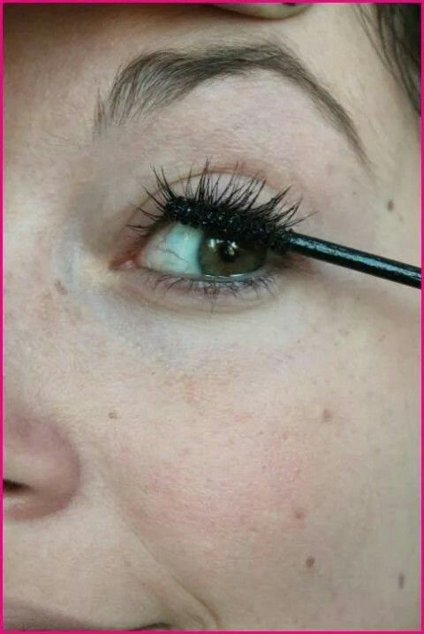 A Quick Way To Add Depth To Your Eyes Without Using Eyeliner