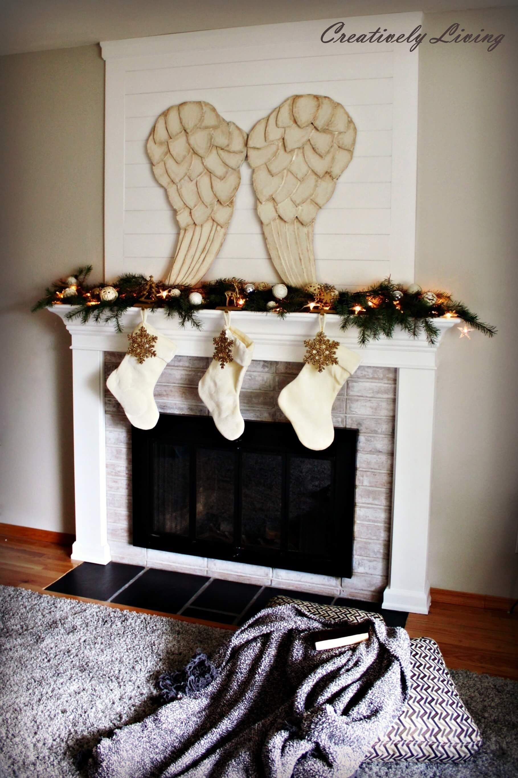 32 Dazzling Christmas Mantel Decoration Ideas for