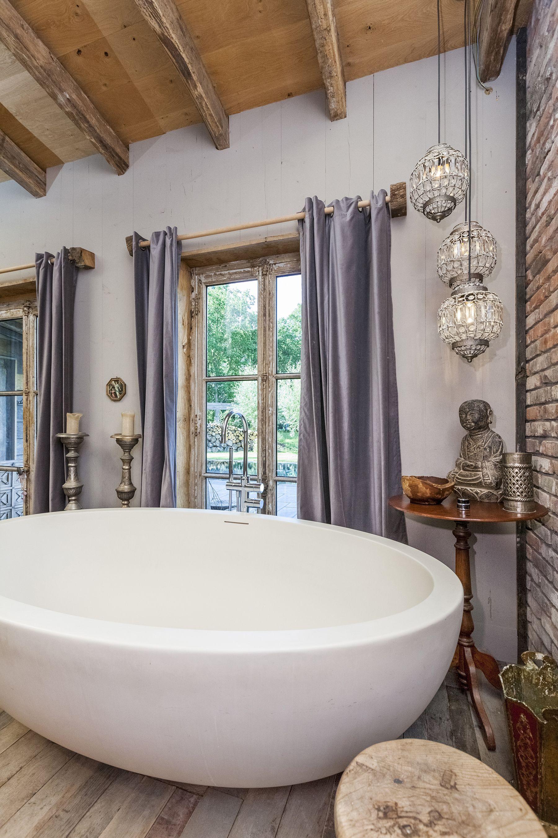 Biggest. #bath #bathtub #Realestate #Photography #ambience