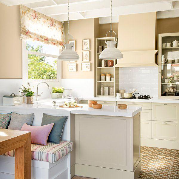 Zona de desayuno con pequeños electrodomésticos, botes de cocina ...