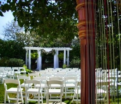 Calling all Jewish brides (or those who have been to Jewish weddings)…