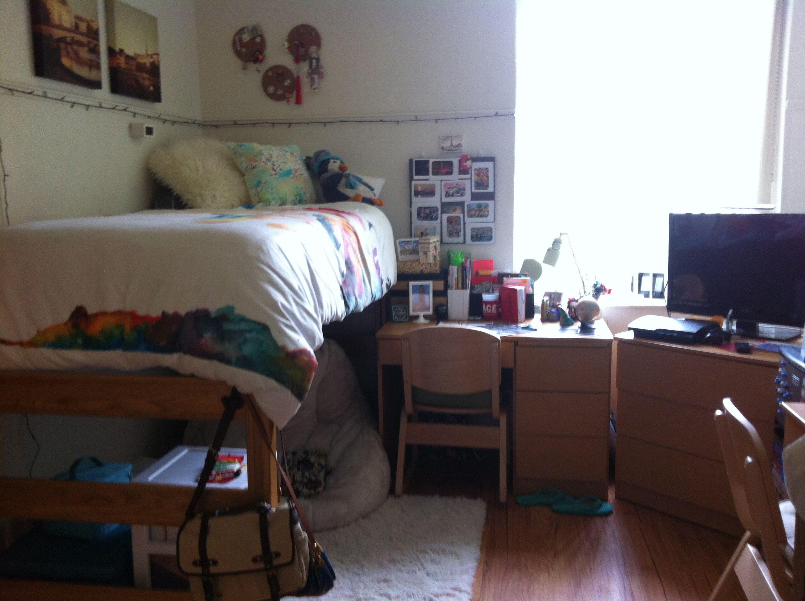 Dorm room idea at florida southern college theme world - Small dorm room ideas ...
