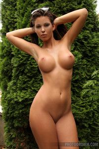 Woman with big breast naked pics