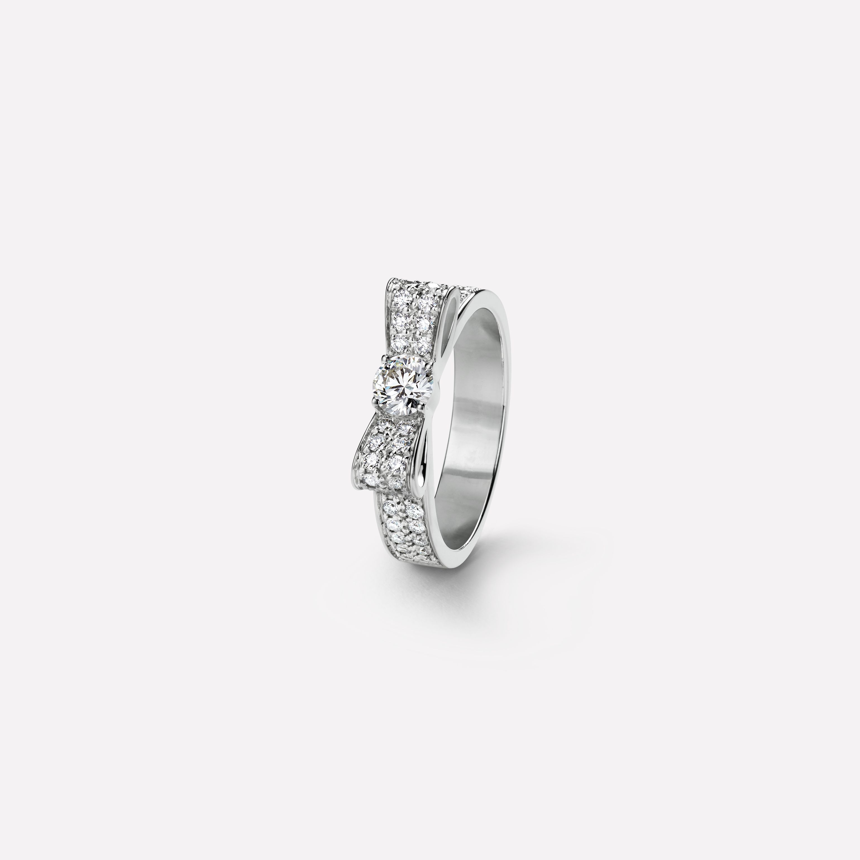 2875014d58 Bague Ruban - Motif ruban en or blanc 18 carats, diamants et diamant ...