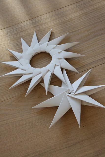 modulare gefaltete Papiersterne; Video hier, Diagramme bei homebylinn.blogsp ... Verwenden Sie goo ... - DIY Papier Blog #julestjernerpapir