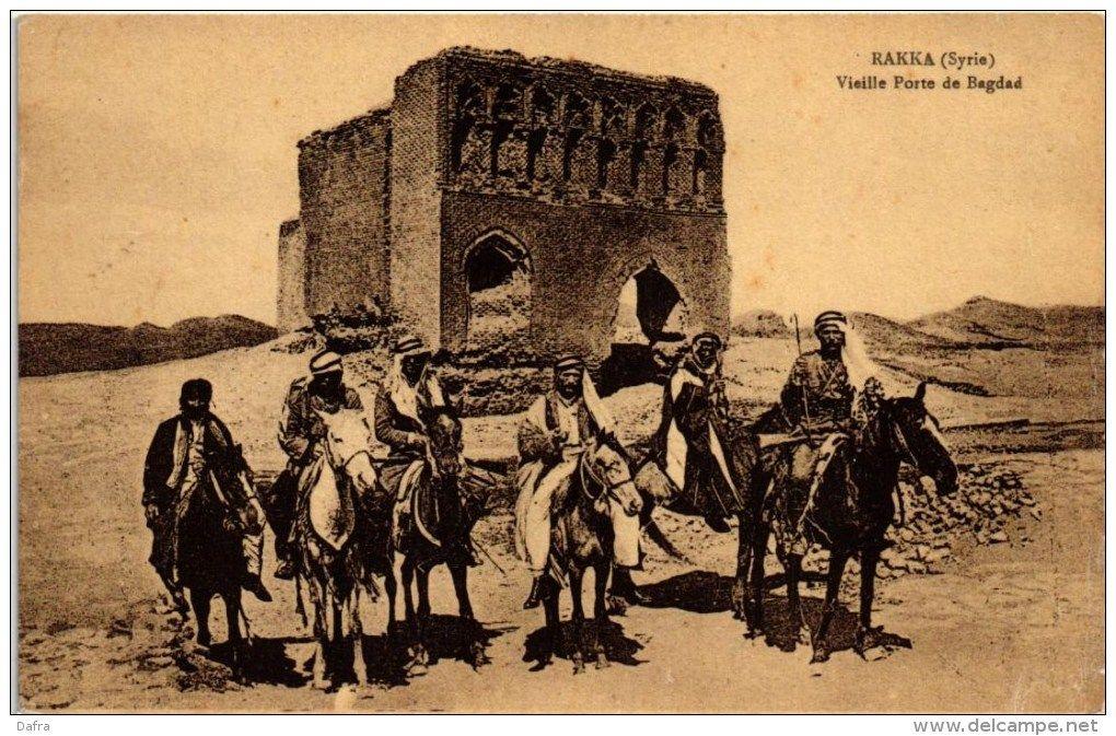 الرقة سوريا خيالة يقفون امام باب بغداد Old Pictures Islamic Art Baghdad