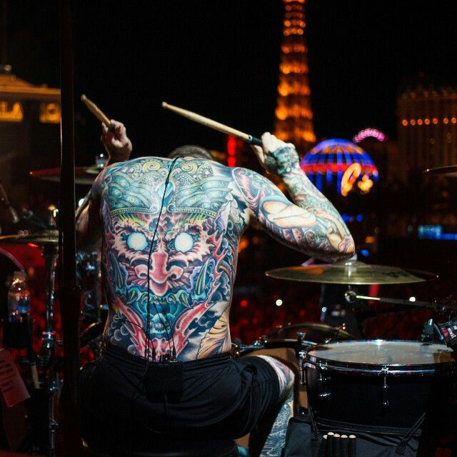 LAS VEGAS and Andy Hurleys tattooed back. What more could you want?