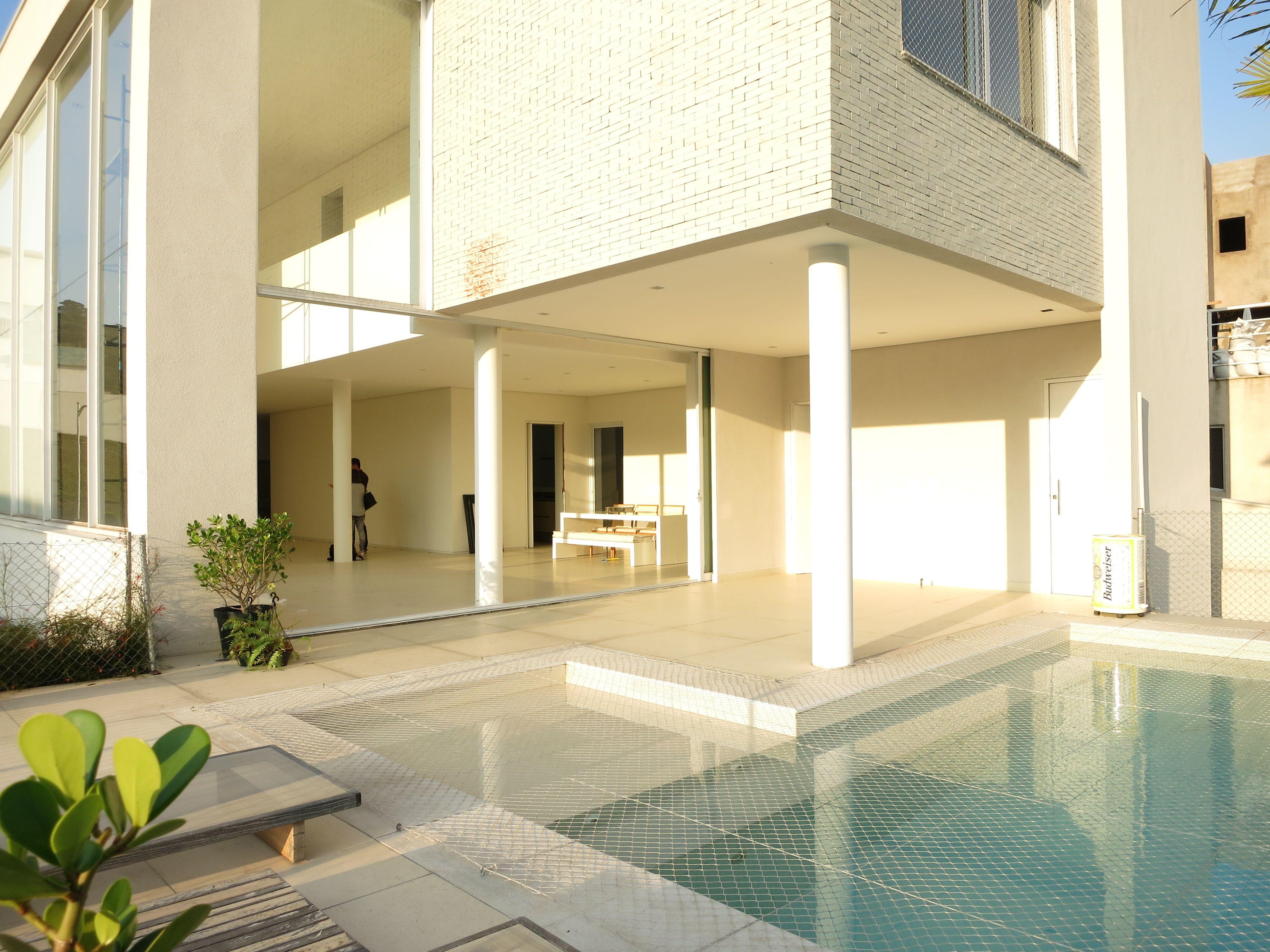 Architecture project by Roberto Migotto and Paisagism by Renata Tilli. 660sqm 5 en suite bedrooms 4 parking spaces Price: R$2.700.000 Infos&Visits: contato@agulhanoceleiro.com.br