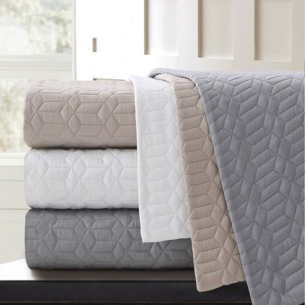 Stay warm and cozy with this Echelon Home Laguna quilted cotton ... : quilted cotton coverlet - Adamdwight.com