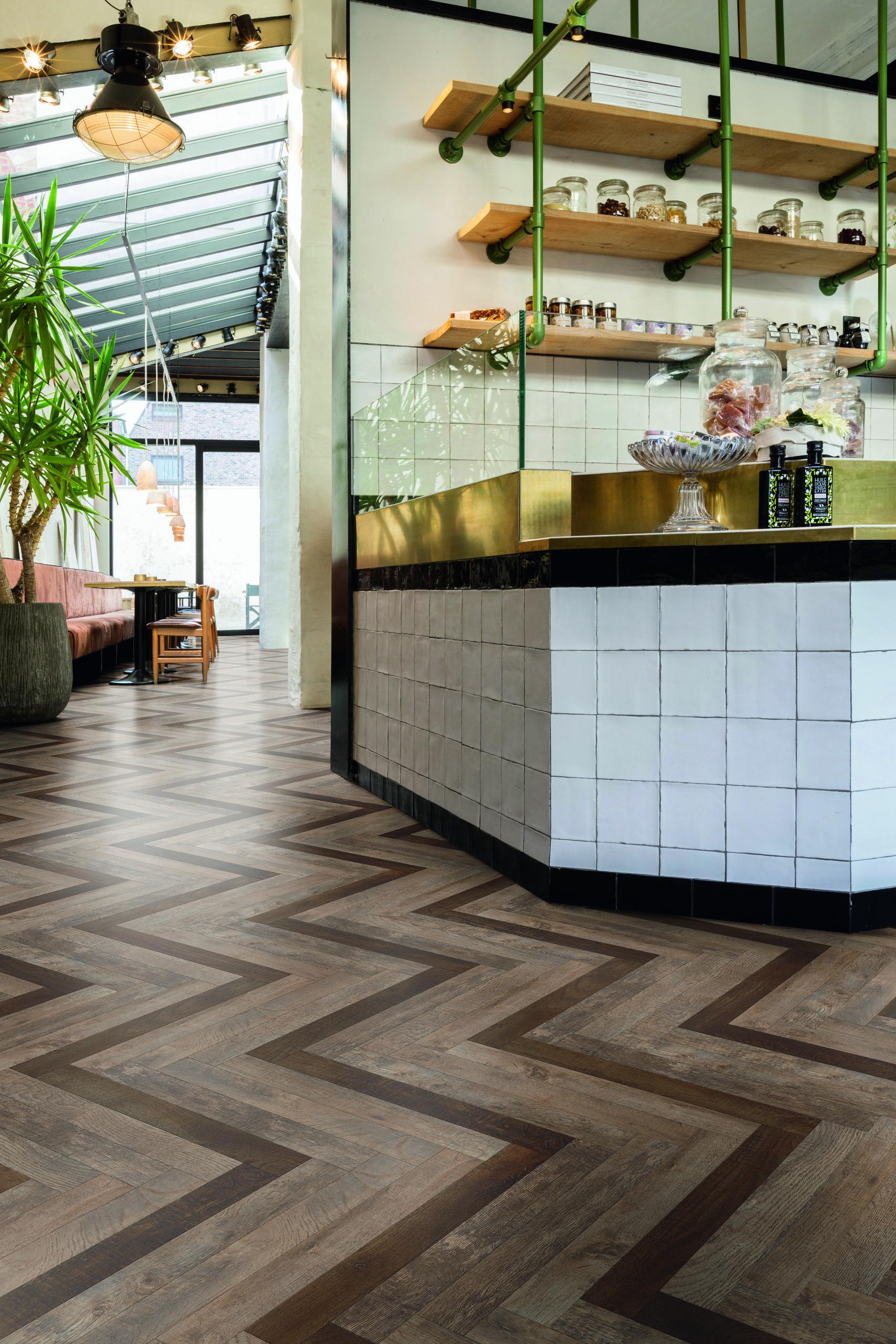 creatieve vloeren met moduleo moods herringbone slim vloeren