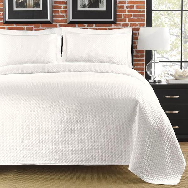 Diamante Matelasse White Full/Queen-size Coverlet | Queen size ... : white matelasse quilt - Adamdwight.com