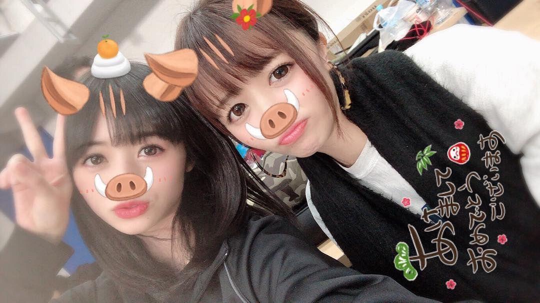 shimizu saki 清水佐紀 with sengoku minami 仙石みなみ carnival face paint in ear headphones cat ear headphones