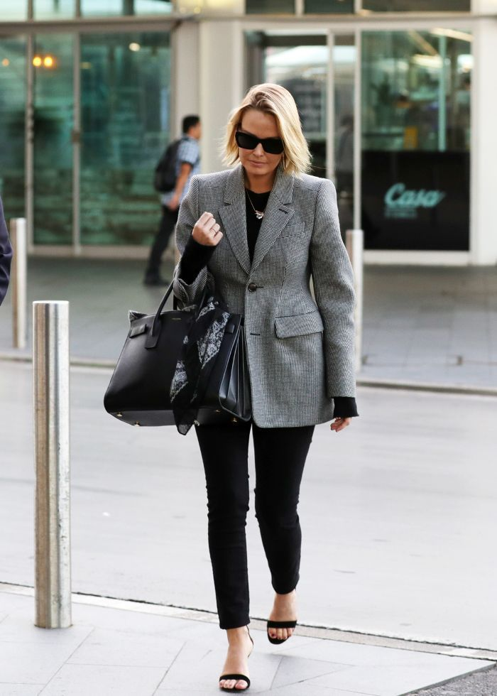 be56774eeb4 Lara Worthington Wearing A Checked Blazer Winter Casual Street Style Look
