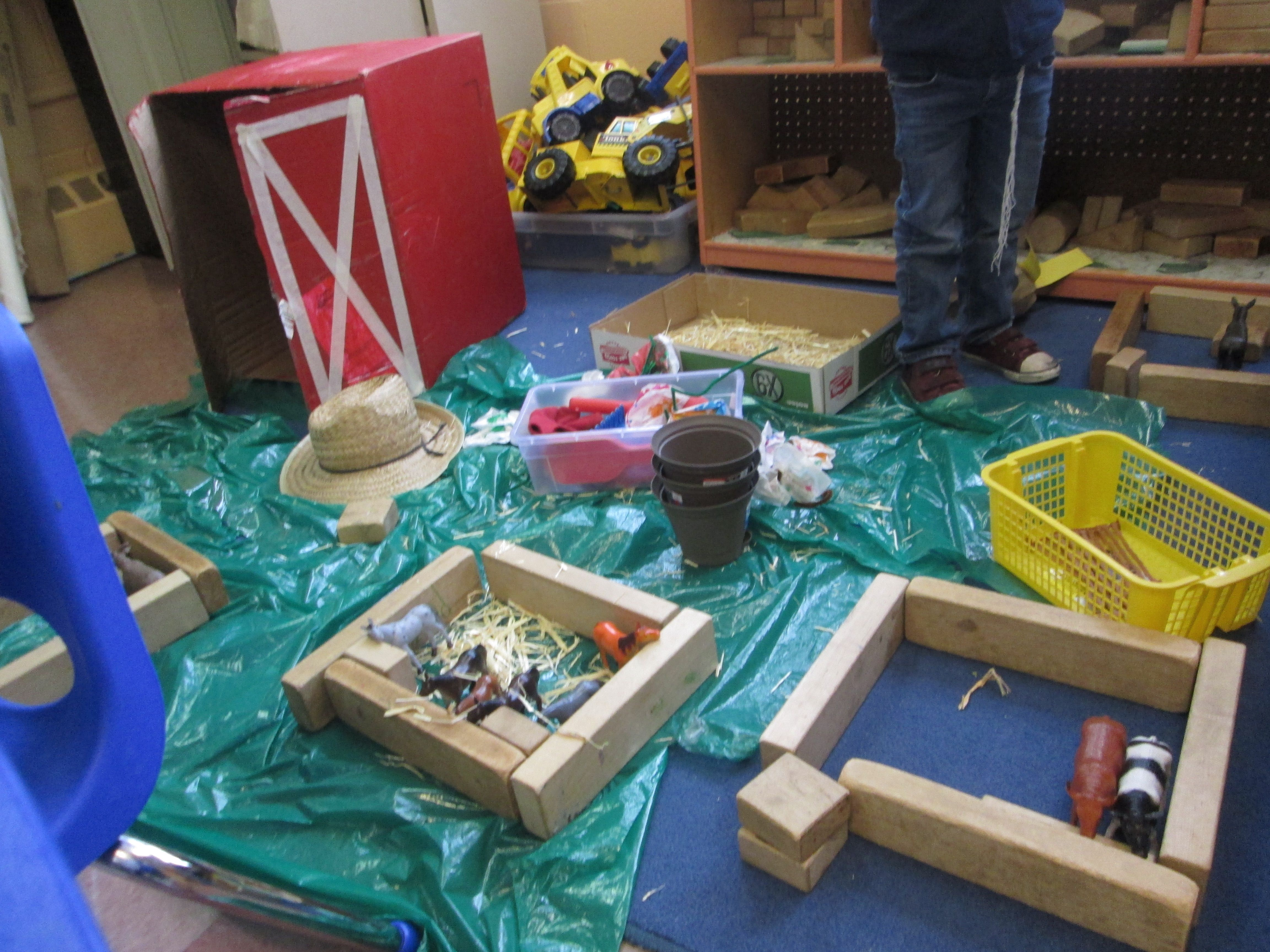 Building a farm in the block center farm theme pinterest for Center block house