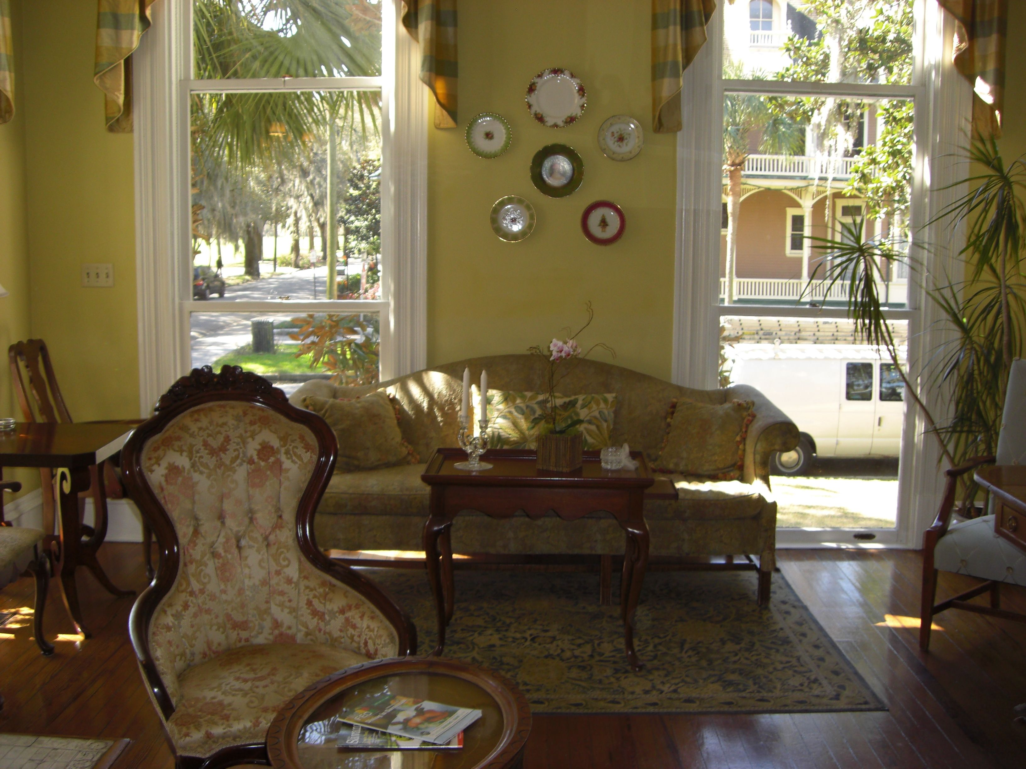Guests are treated to a blend of comfort and ease at Savannah Bed & Breakfast Inn bed and breakfast in Savannah. Amp up your vacation game by booking one of the hotel's deluxe suites. Savannah Bed & Breakfast Inn provides guests with complimentary wifi during the duration of their shamodelslk.tk't pay for another breakfast sandwich while on vacation.