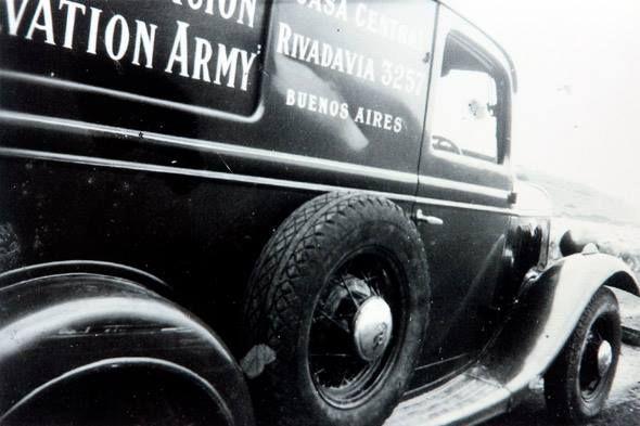 Ein Historisches Fahrzeug Der Heilsarmee In Buenos Aires Argentinien Weitere Informationen Dazu Wann Und Wie Dieser Wagen Monster Trucks Salvation Army Army