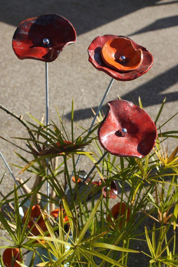 Grand Coquelicot De Jardin Art Ceramique Par Terrelig Fleurs En Ceramique Art Ceramique Projets De Ceramique