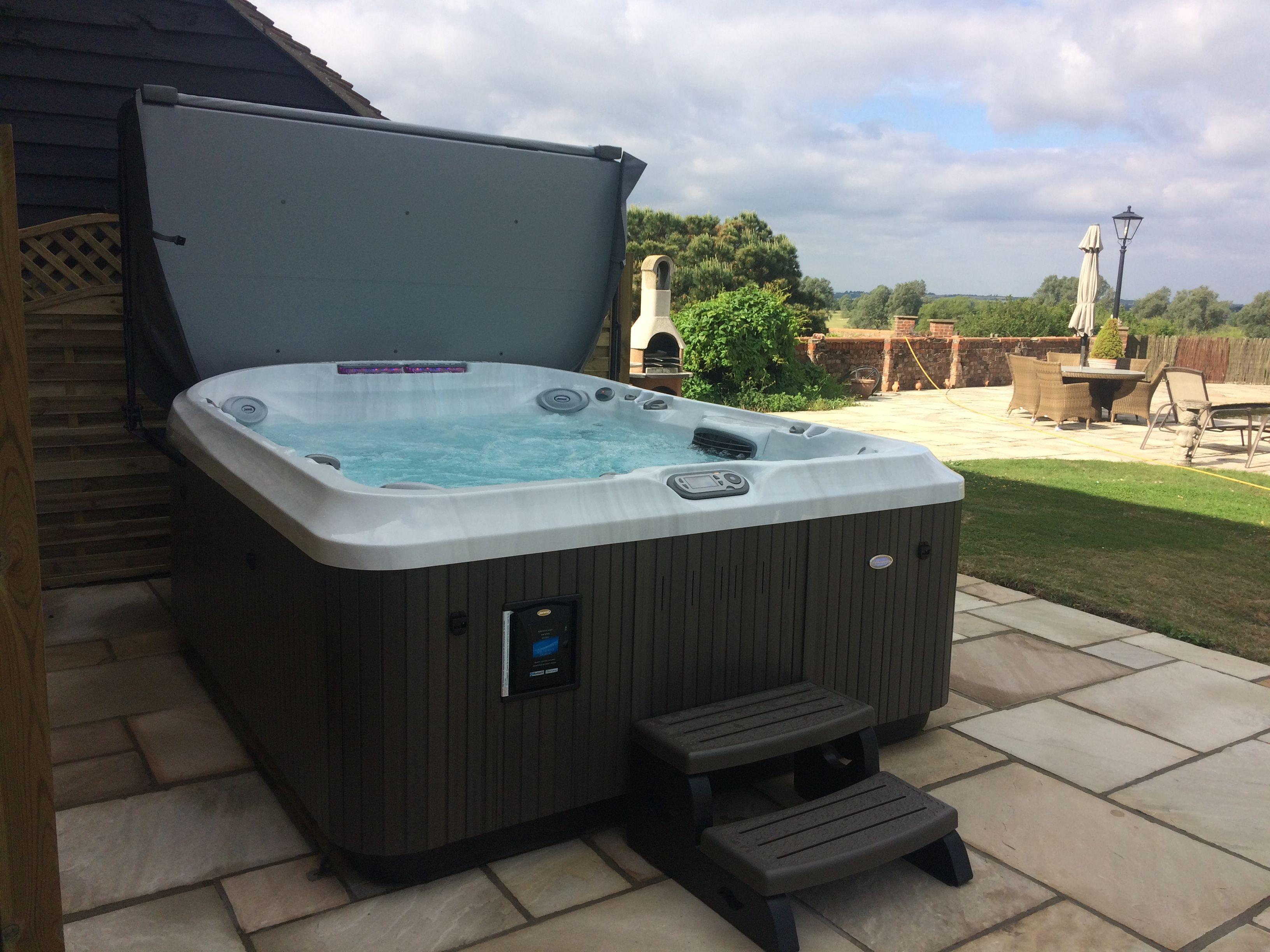 Jacuzzi Exterieur Grande Taille Pin By Arran Glass On Jacuzzi Spas Jacuzzi Spa Outdoor Decor