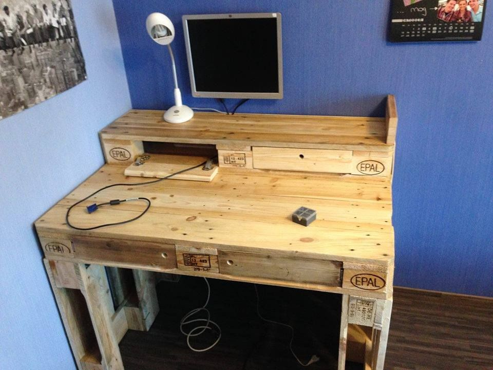 Diy Computer Desk Case Designs For Small Spaces For Two Ideas Ikea Into Vanity Legs Plan Diy Desk Plans Pallet Projects Furniture Wooden Computer Desks