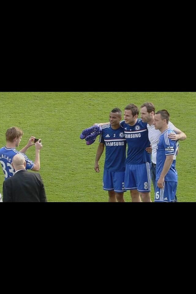 2 Legends already left and 1 may follow which means only 1 will remain at Stamford Bridge pic.twitter.com/MXRELYuEWp