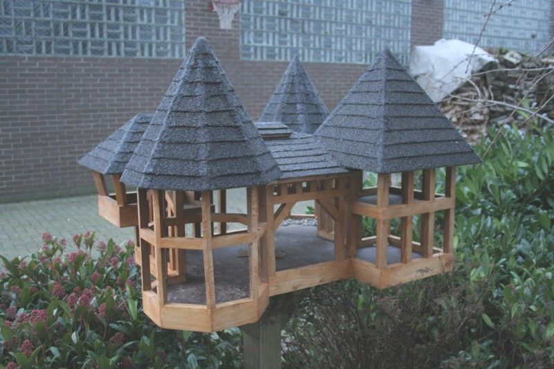 Futterhaus Vögel, Vogelhaus Bauen, Schöne Deko, Igel, Garten Ideen,  Bastelarbeiten, Holz, Basteln, Futterhäuschen