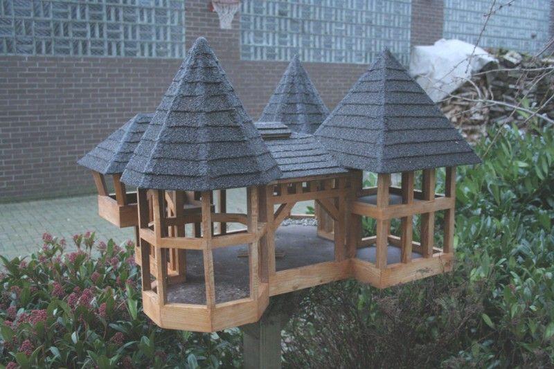 Futterhaus Vögel, Vogelhaus Bauen, Schöne Deko, Igel, Garten Ideen,  Bastelarbeiten,