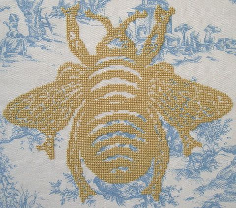 Bumble Bee by What Delilah Did http://www.whatdelilahdid.bigcartel.com/category/patterns