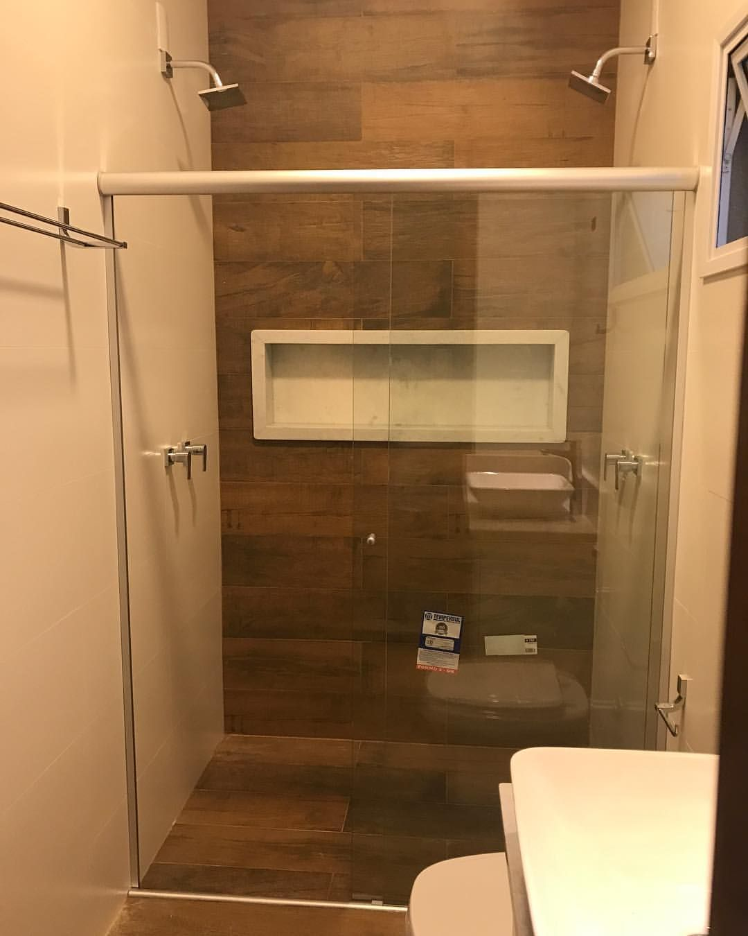 Banheiro De Cliente Baurular Com Porcelanato Imitacao