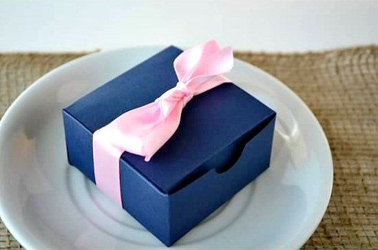 6e395418890 wedding favor boxes - navy blue with pink ribbon (by sosia to go)