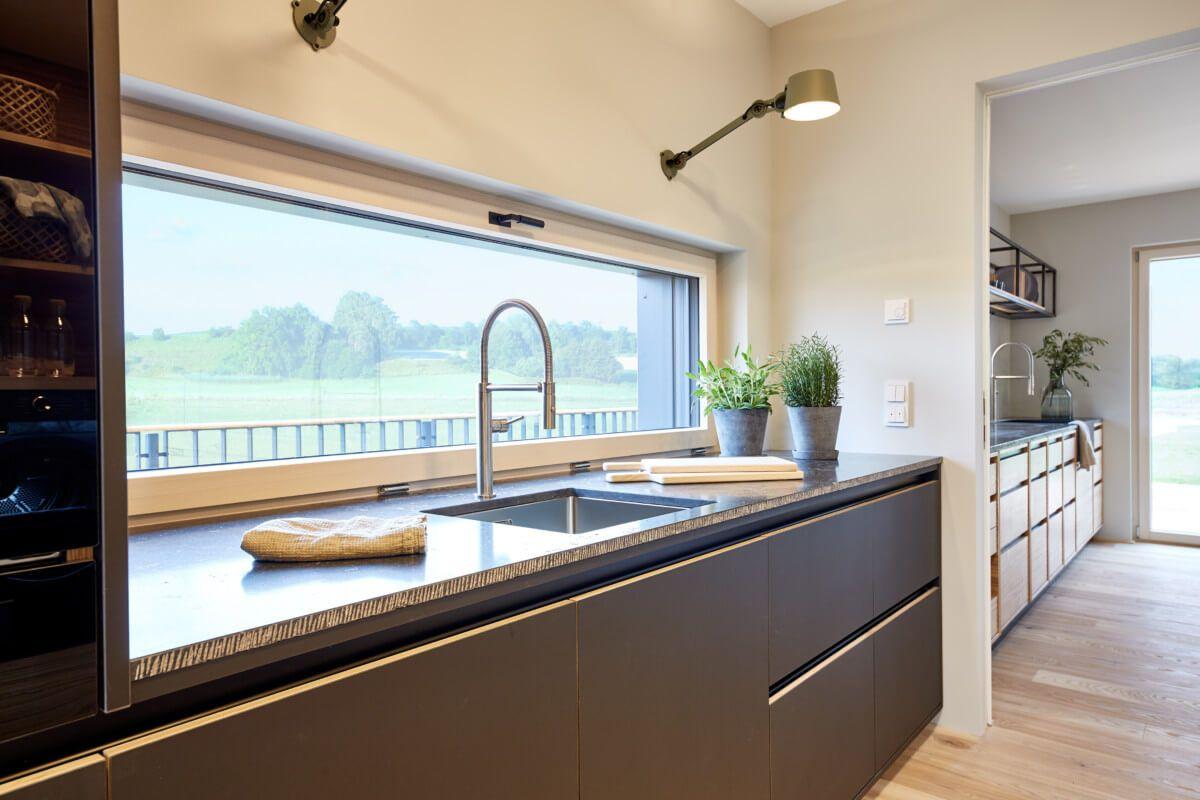 Kuchenzeile Fenster Offene Kuche Im Holzhaus Mit Bodentiefen