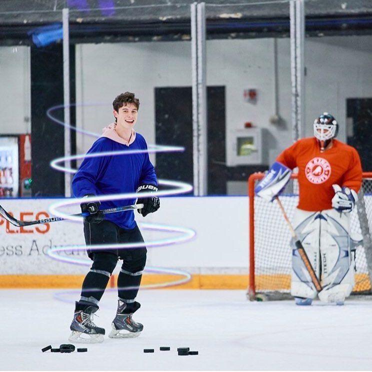 Shawn playing hockey has my wig snatched  #hockey #puck #hockeystick #ice #skates #blue #black #pink #edit #shawnmendes #thelatelateshow #spiral #shawnyboy #mendesarmy #shawn #shawnpeterraulmendes #mendes #jamescorden #shamescorndes #james #corden #aweek #benito #sassymendes
