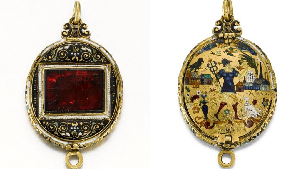 Museum buys locket for more than £236,000 | Gold jewellery ...