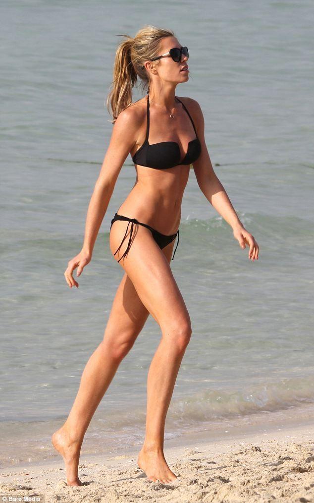 tanned-skinny-bikini-girls-sweet-college-cunt