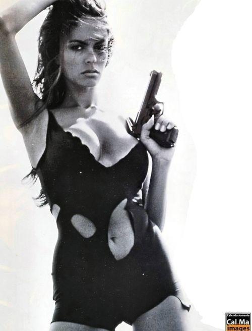 Boss Italia, April 1999 Model : Maria Grazia Cucinotta | Maria grazia, Model, Bond girls