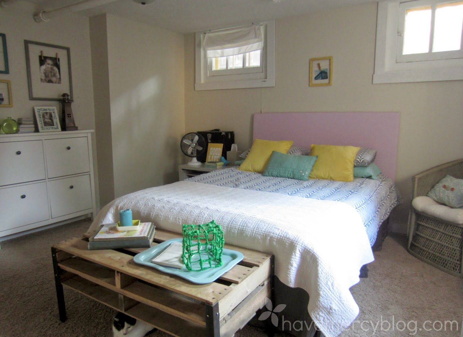 Guest room: pallet table, Ikea bedding, painted wicker chair, Ikea shoe shelf - HaveMercy