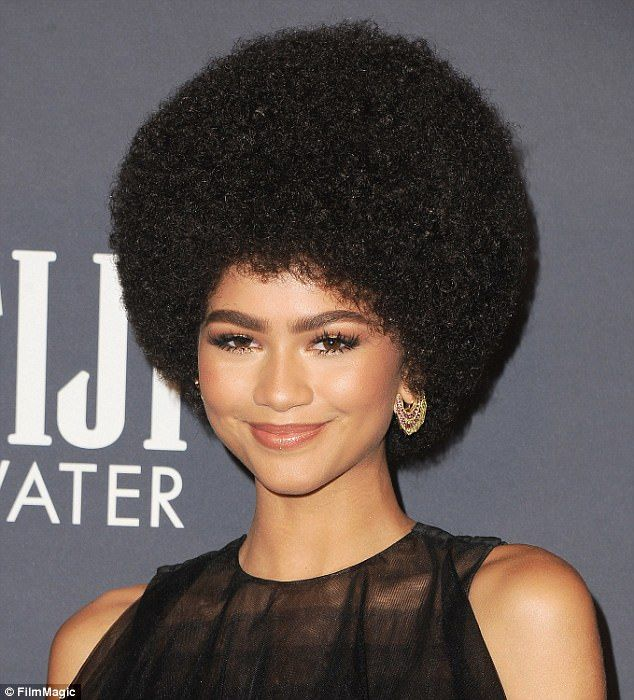 Selena Gomez And Zendaya Had Two Of The Best Beauty Looks This Week Permed Hairstyles Curly Hair Styles Easy Afro Hairstyles